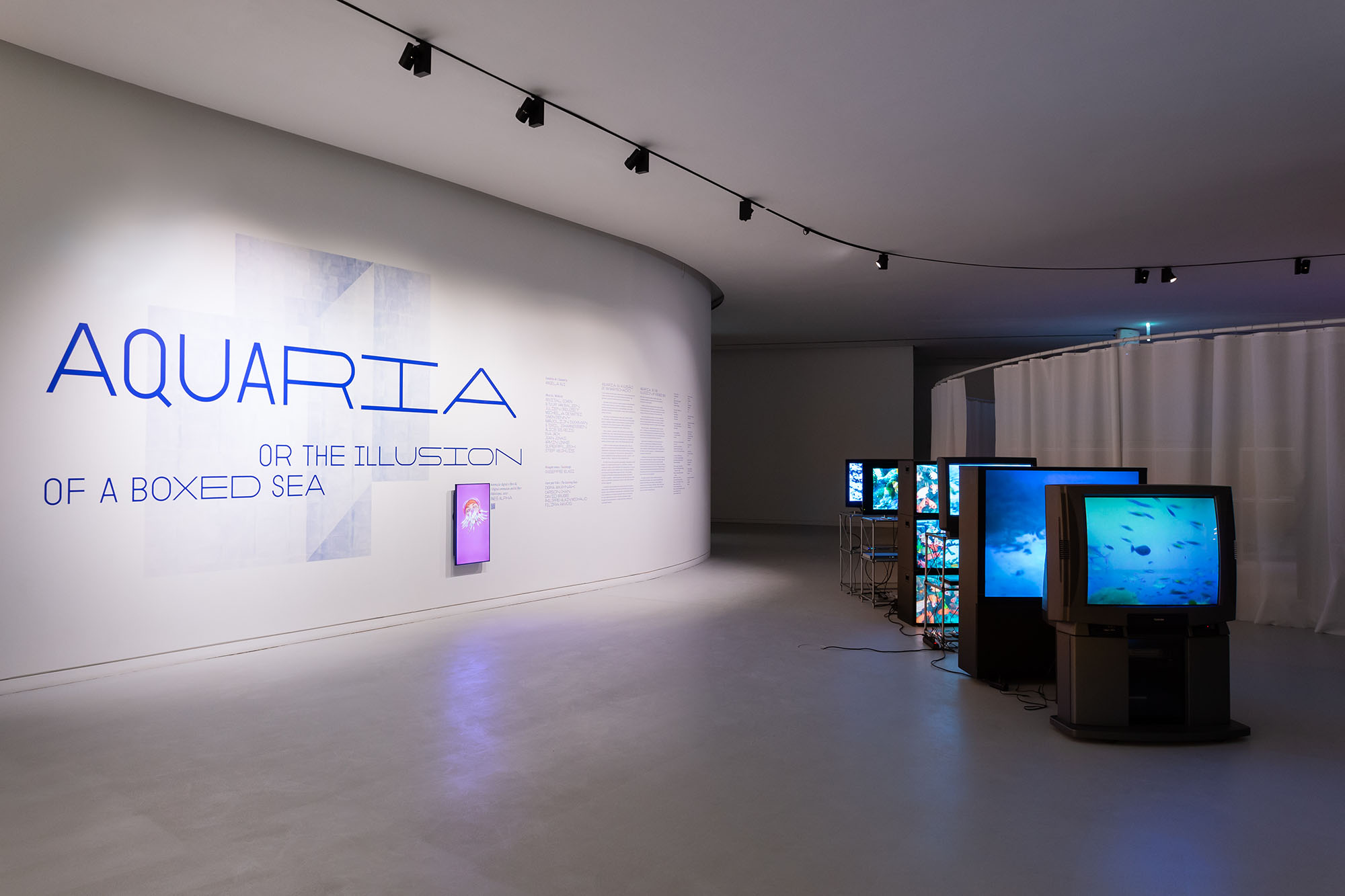 Aquaria. Or the Illusion of a Boxed Sea, installation view: Simon Denny, Deep Sea Vaudeo, 2009. maat – Museum of Art, Architecture and Technology (Lisbon), 2021 © Courtesy of EDP Foundation. Photography by Bruno Lopes.