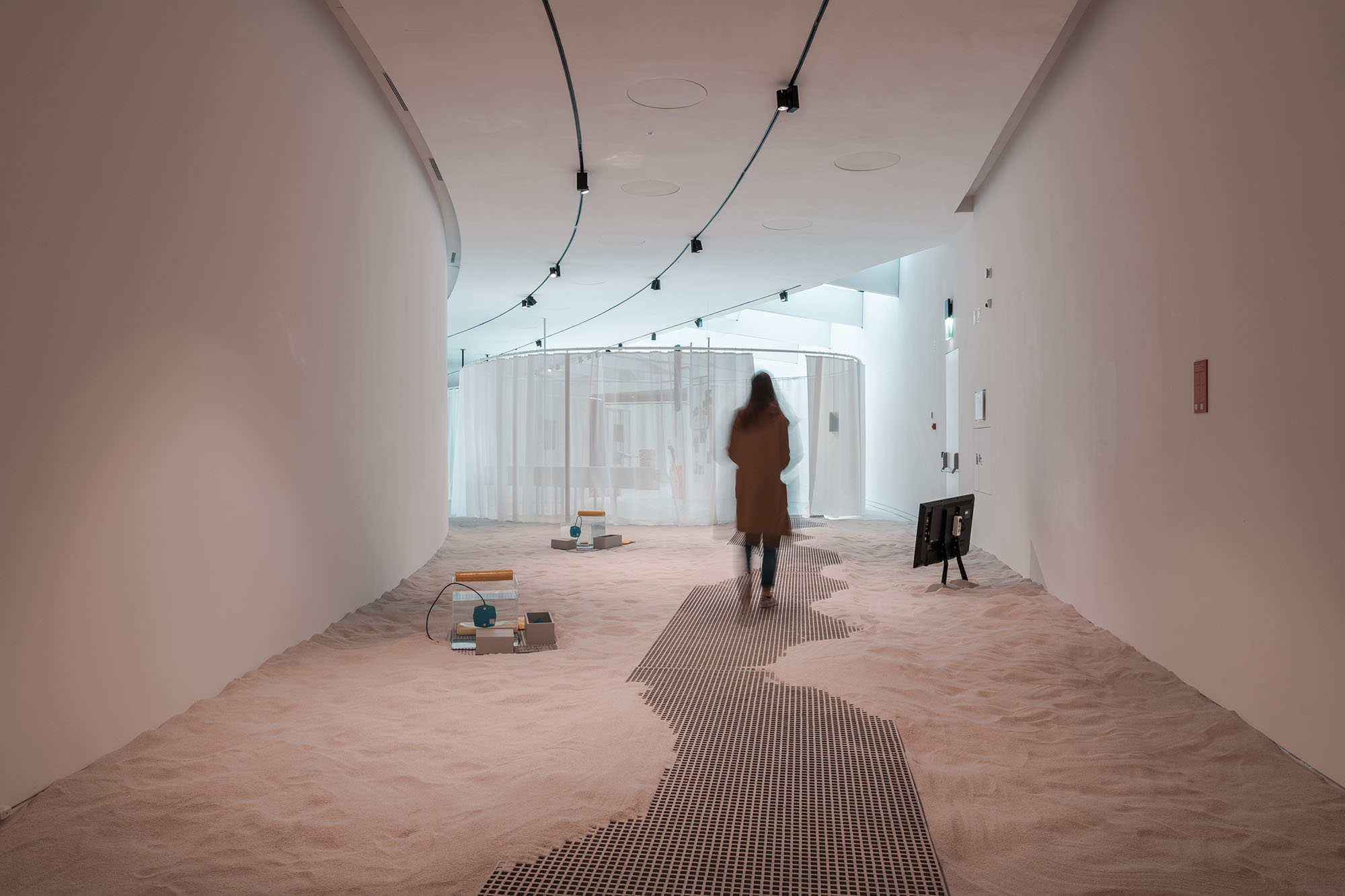 Aquaria. Or the Illusion of a Boxed Sea, installation view: Embassy of the North Sea with Stef Veldhuis, Sound of the North Sea. maat – Museum of Art, Architecture and Technology (Lisbon), 2021 © Courtesy of EDP Foundation. Photography by Pedro Pina.
