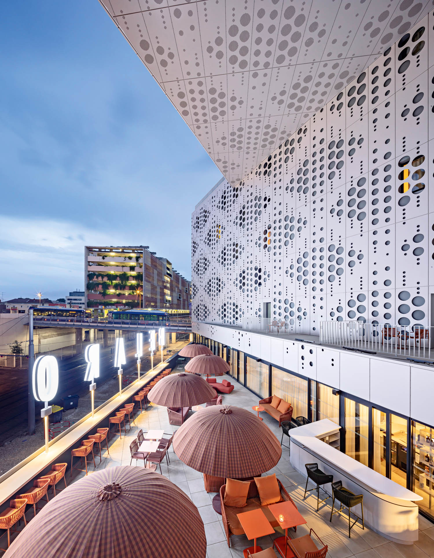 Le Belaroïa, hotel e appartamenti, Montpellier, Francia, 2019  © Cyril Abad