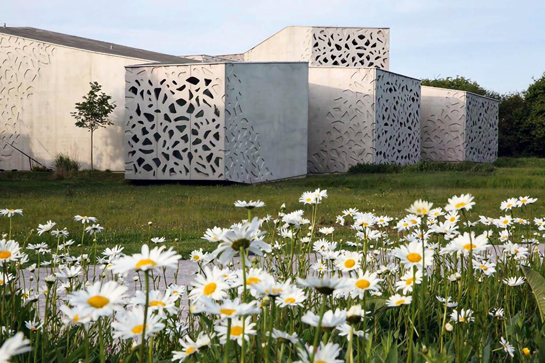 Manuelle Gautrand Architecture, mostra presso il Sito Le Corbusier a Firminy, Francia - Ristrutturazione e ampliamento del museo di arte moderna, contemporanea e grezza LaM, Lille, Francia, 2010 © Max Lerouge