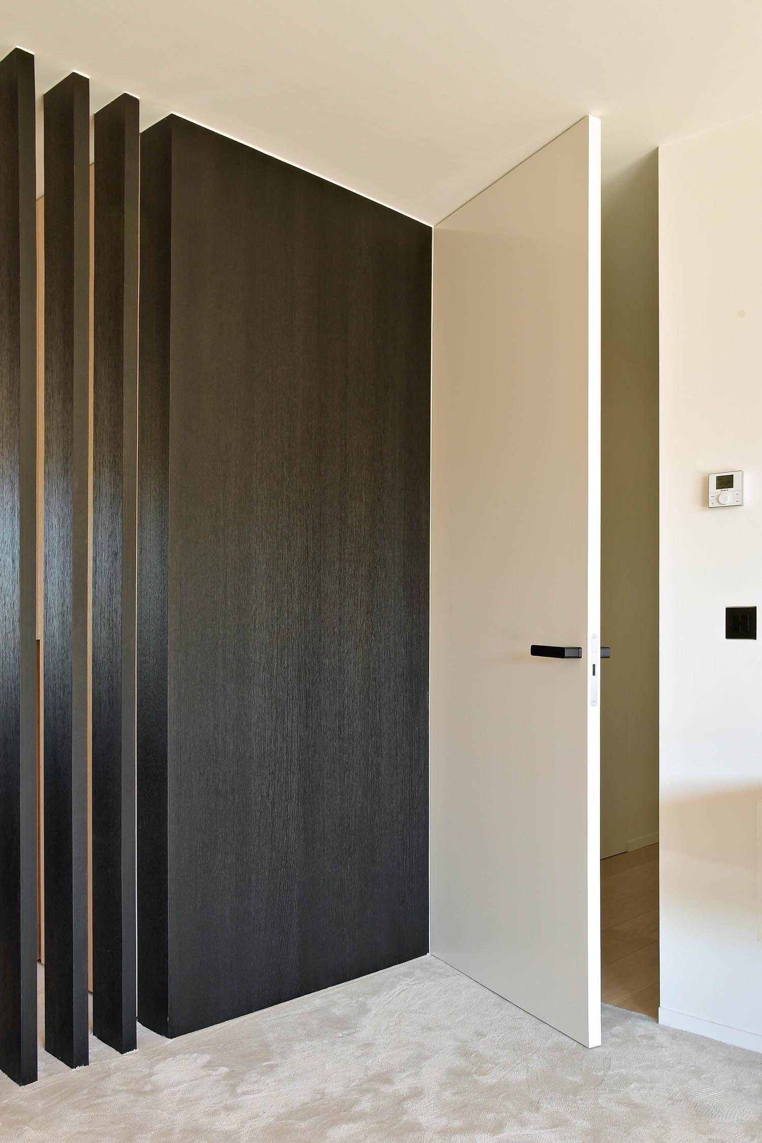 Xinnix Door Systems, ceiling-high single swing door, courtesy of Xinnix