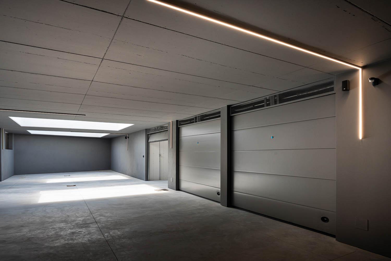 © DueG Studio Fotografico, courtesy of Silvelox Sectional garage doors