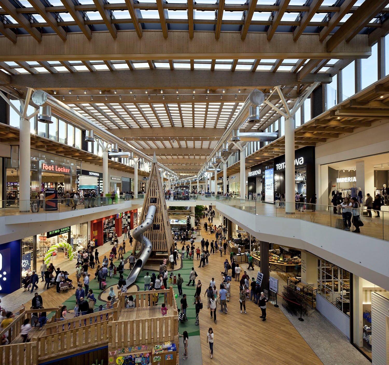 """""""Il centro"""" shopping mall"""