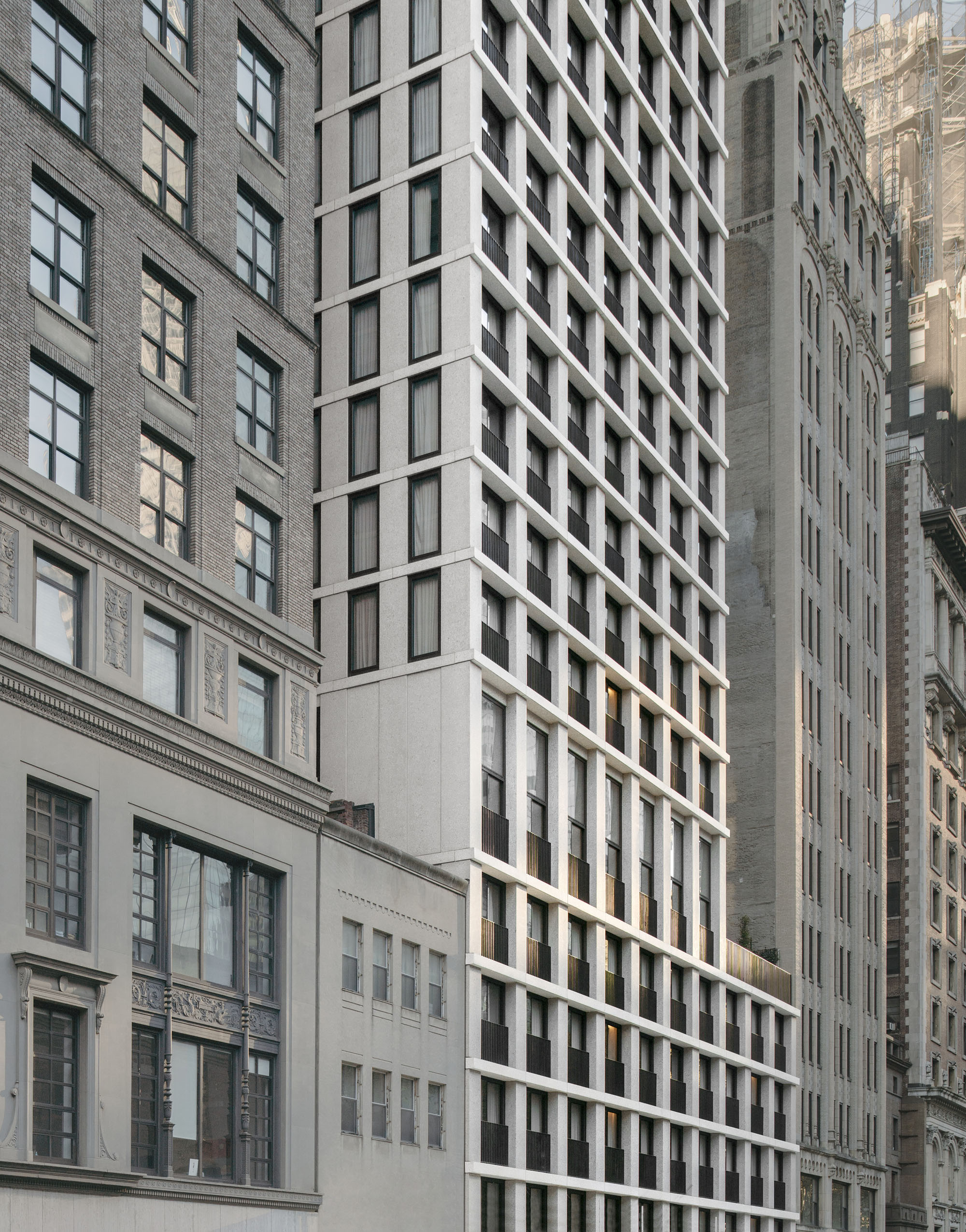 © Simon Menges The façade on the north side has a wider rythm to open up towards the park
