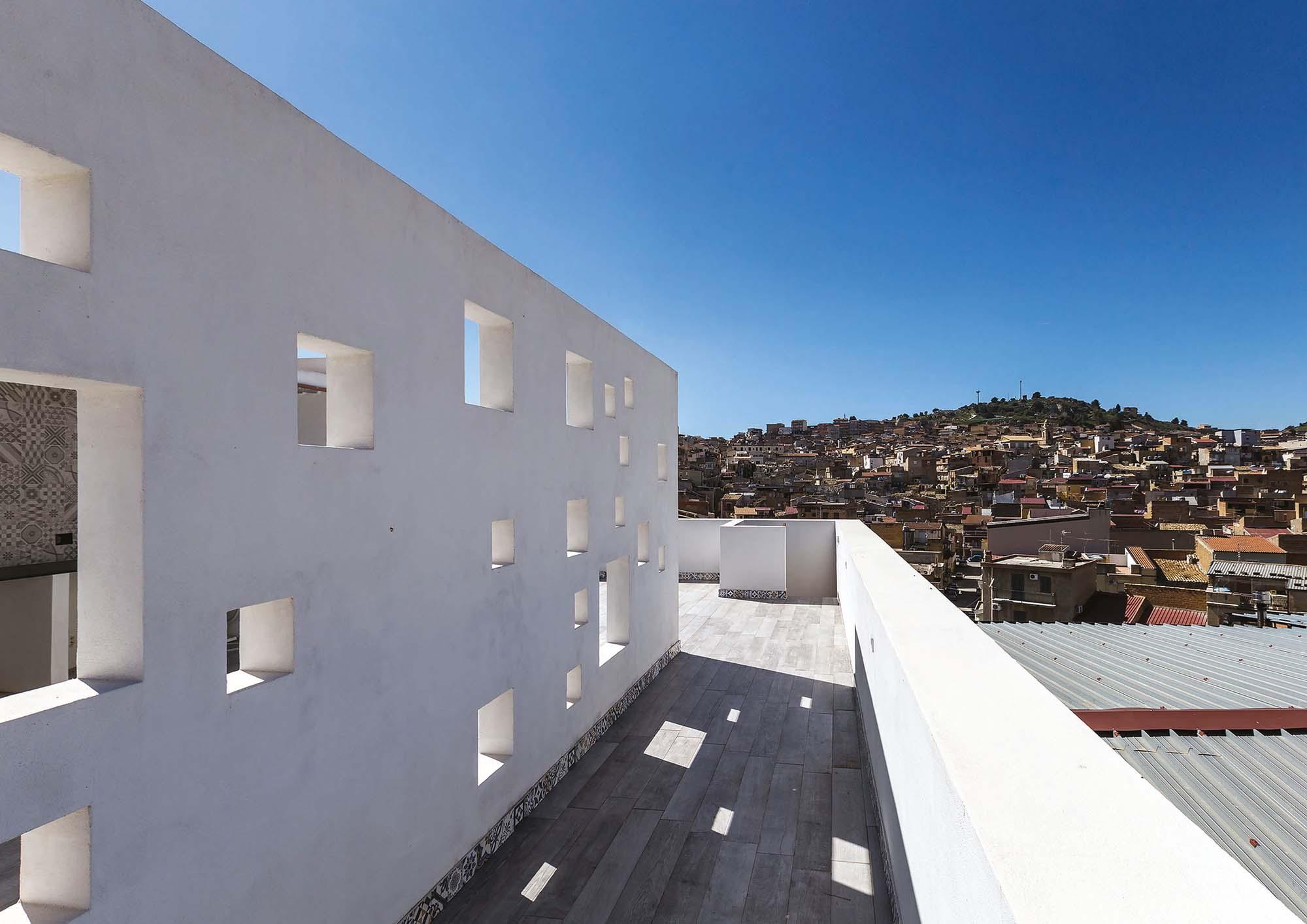 L'edificio in relazione con la città, solarium – The building in relation to the city, solarium