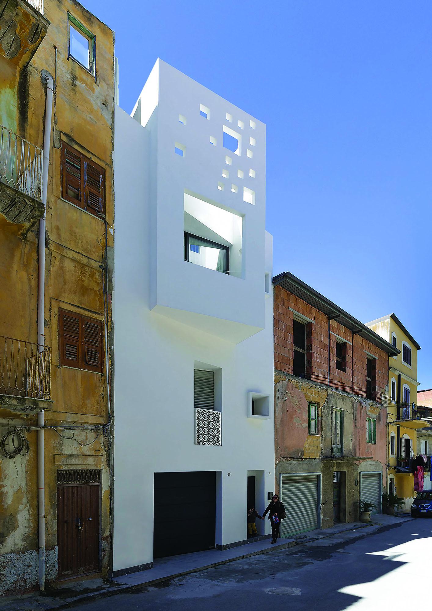 Dettaglio architettonico, la relazione con lo spazio esterno – Architectural detail, the relationship with the outer space