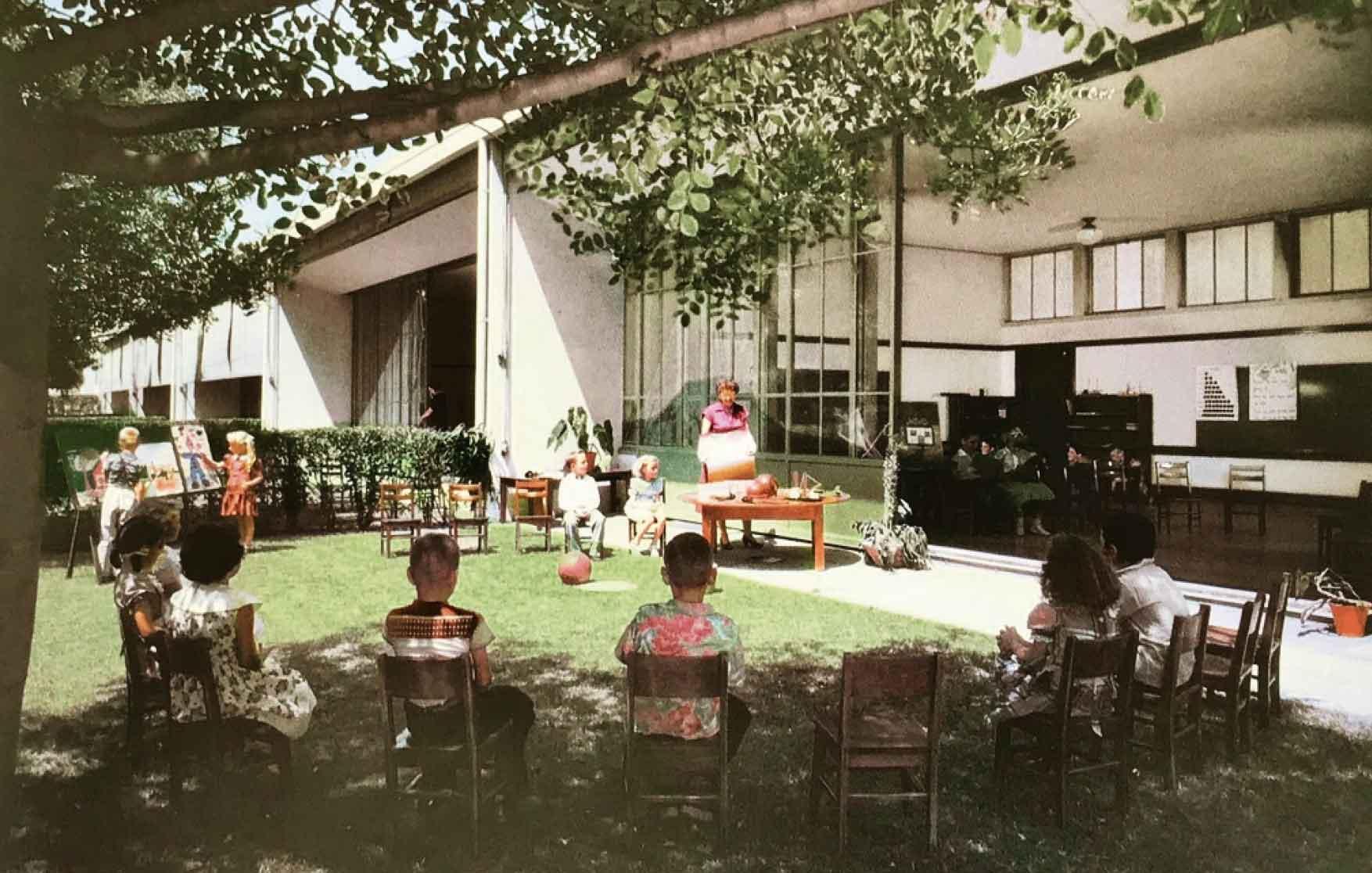 School a Los Angeles, California (1935). La natura come ambiente ideale per l'apprendimento. © Julius Shulman.