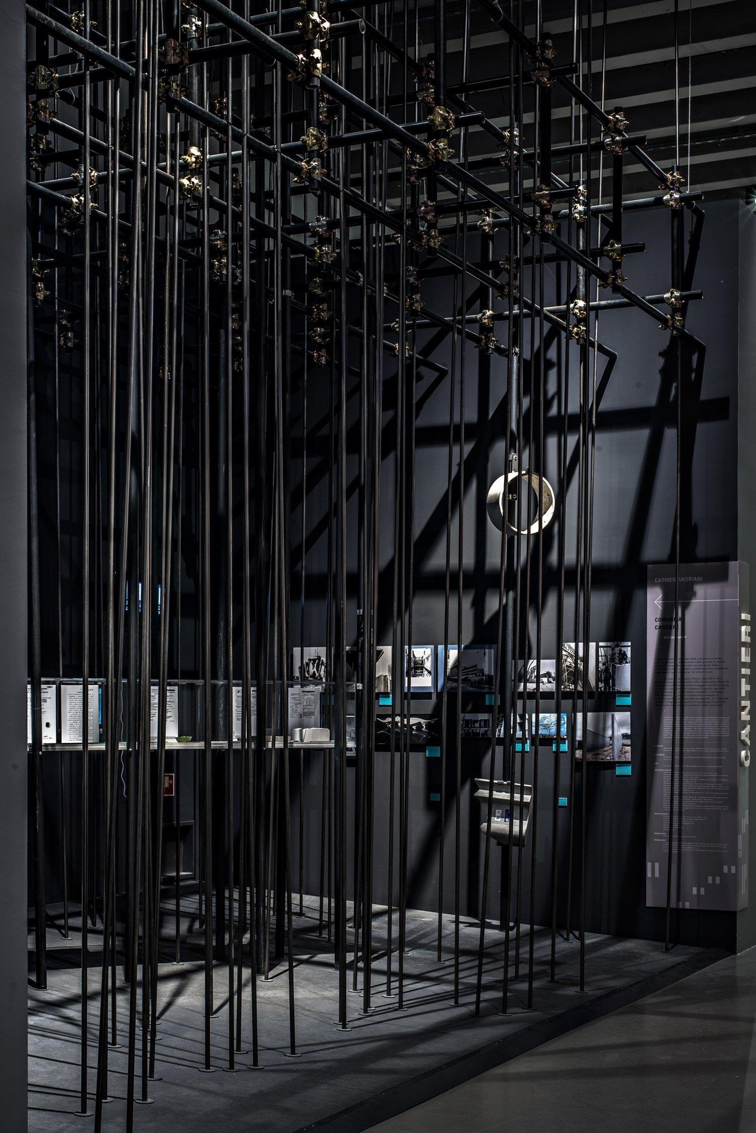 """© Gianluca Porcile courtesy of Carmen Andriani Allestimento della mostra Comunità Italia, sezione """"L'evoluzione del cantiere"""" a cura di Carmen Andriani, Milano, 2015"""