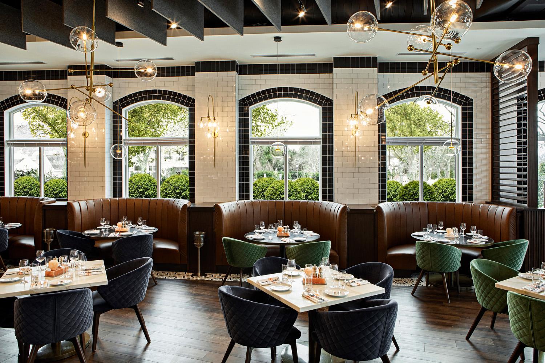 © DluxCreative, courtesy Lemay + Escobar Il ristorante combina l'eleganza di una dimora della campagna francese con l'eclettismo della cucina moderna, creando uno stile unico, che accoglie suggestioni dal contesto urbano e da quello bucolico.