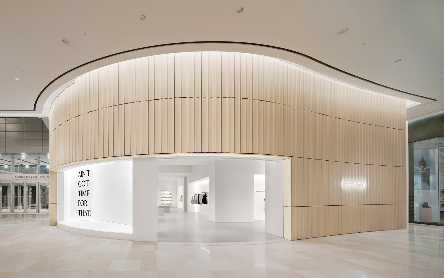 © Simon Menges, courtesy David Chipperfield Architects Shanghai The harlan + holden clothing store at the Lotte World Mall features a curved façade highlighted by a ceiling light groove. The Korean brand eschews frantic shopping in favor of an agreeable shopping experience.