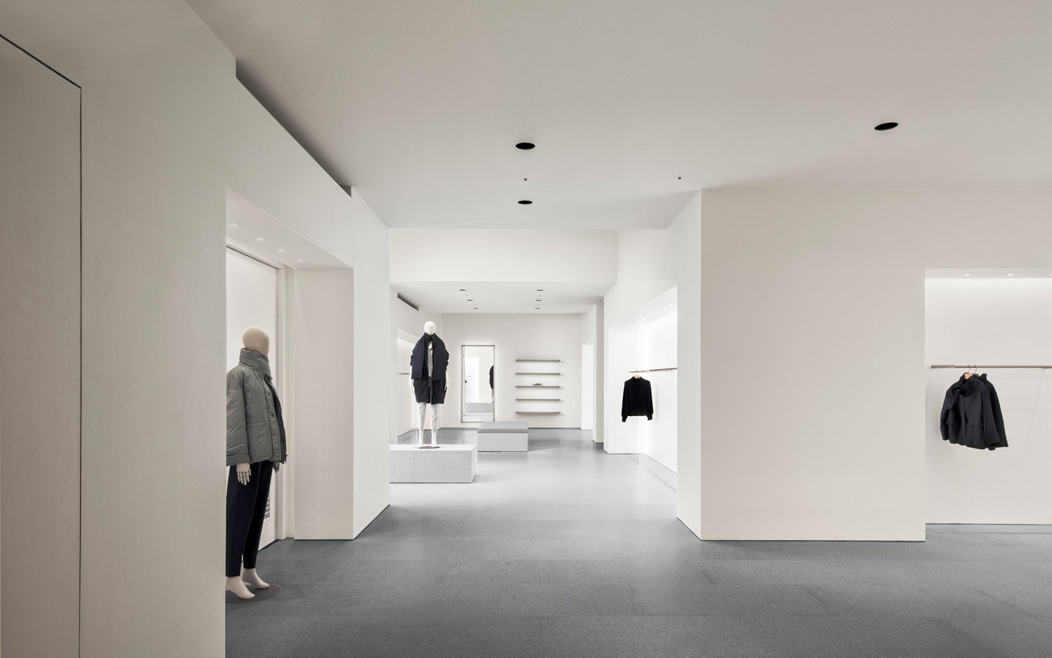 © Simon Menges, courtesy David Chipperfield Architects Shanghai The interior space is divided into three interconnecting rooms, each designed with different proportions.  The entire color palette is expressed in neutral tones; the lighting also helps foster a relaxing atmosphere.