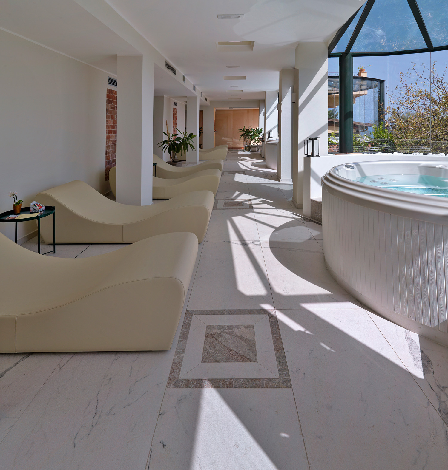 © Daniele Domenicali, courtesy Marazzi Spa del Grand Hotel San Pietro, Taormina, Messina. Superfici ceramiche: Allmarble di Marazzi