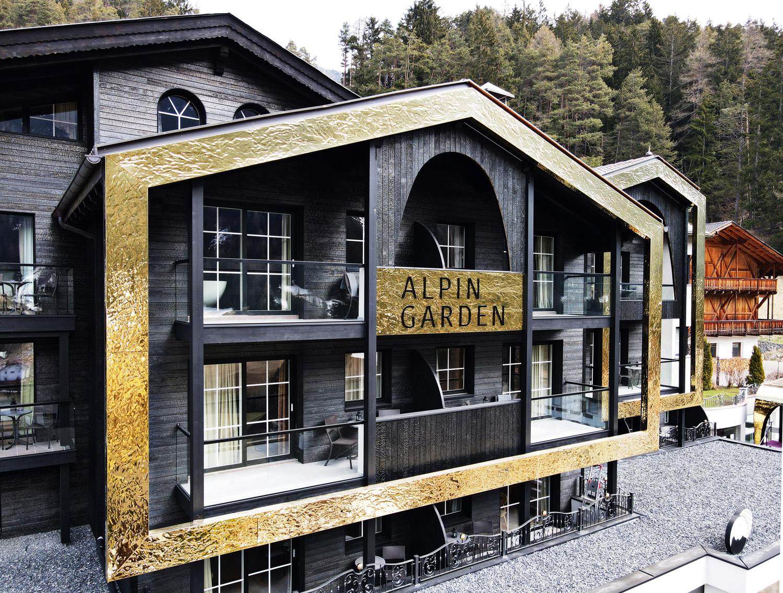 Hotel AlpinGarden, Angelo Senoner, Ortisei, Bolzano, pannelli tridimensionali Fielitz 3D di Fielitz installati da Kometal.  Foto © Alpewa