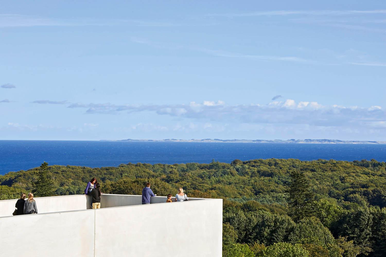 Tutte le immagini courtesy Henning Larsen Architects Museo Moesgaard, Henning Larsen Architects, Aarhus, Danimarca, 2014. La vista sul mare dal museo © Hufton + Crow