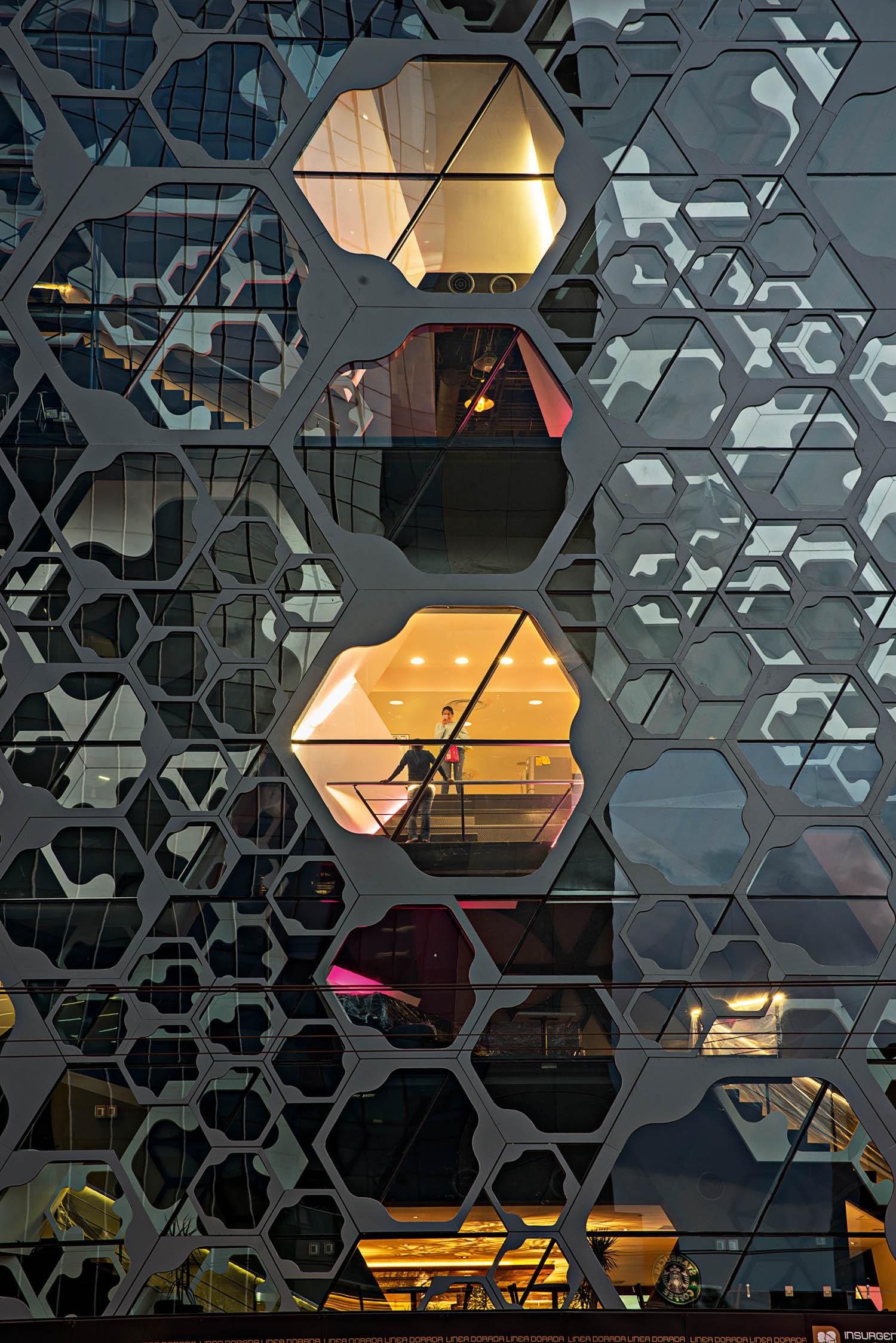 © Jaime Navarro immagini courtesy Rojkind Arquitectos Centro commerciale Liverpool InsurgentesCittà del Messico, Messico, 2014