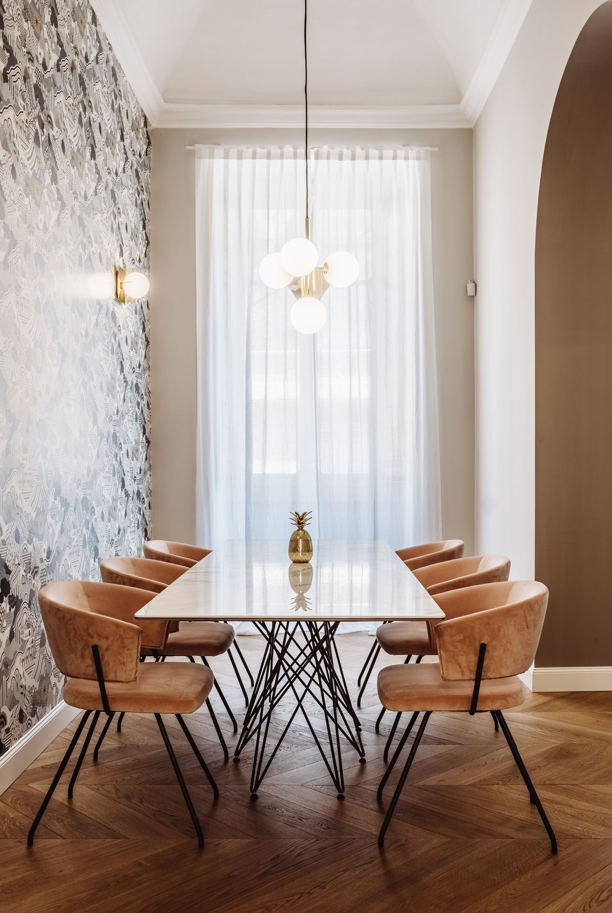 A minimalist restyling with pastel tones in Turin